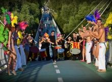 Campana Batucada, Bailadora a Abada Capoeira v klipe El destino